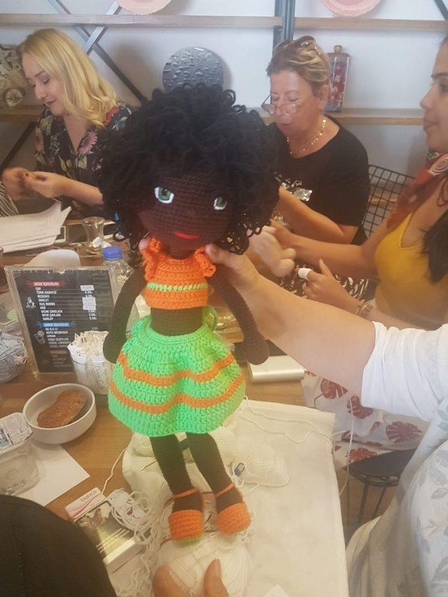 İzmit Down Kafe'de yapılan örgü bebekler umut oldu