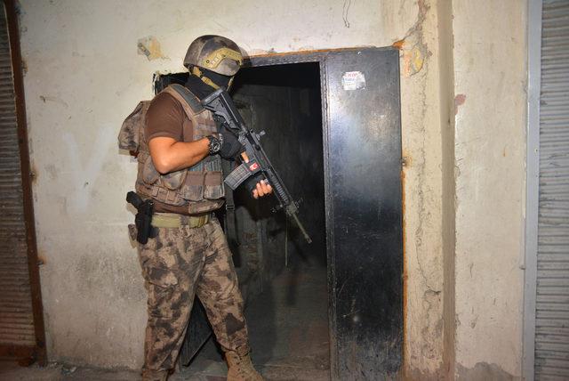 Adana merkezli 5 ilde, 800 polisle silahlı suç örgütüne operasyon