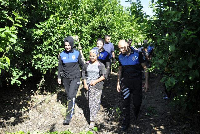 Bahçede çalışan 50 çocuk okullu oldu