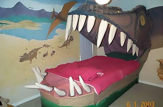 beds-bedrooms-with-threatening-auras-12-5d9c710c6c08c__700