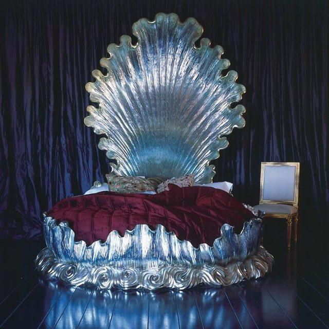 beds-bedrooms-with-threatening-auras-24-5d9c98c65933d__700