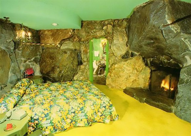 beds-bedrooms-with-threatening-auras-36-5d9c9dbd7732c__700