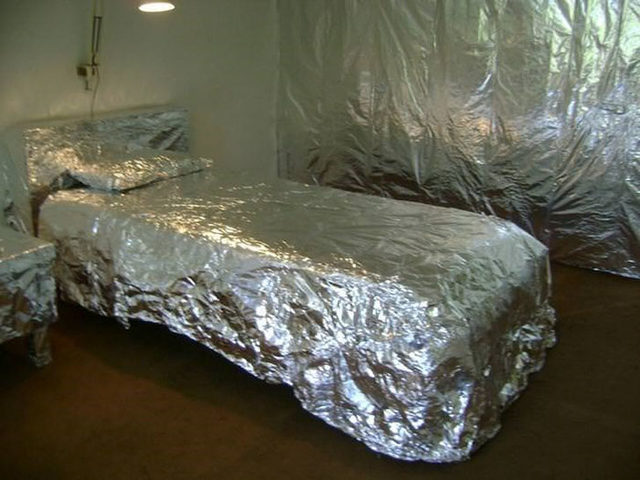 beds-bedrooms-with-threatening-auras-47-5d9d8e7f94629__700