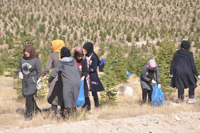 Niğde'de öğrencilerden doğa temizliği