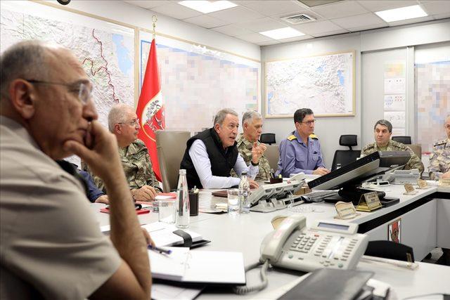 Bakan Akar, Barış Pınarı Harekatı'nı sevk ve idare ediyor