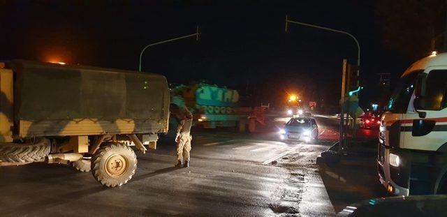 Suriye'ye askeri araç ve mühimmat sevkiyatı devam ediyor