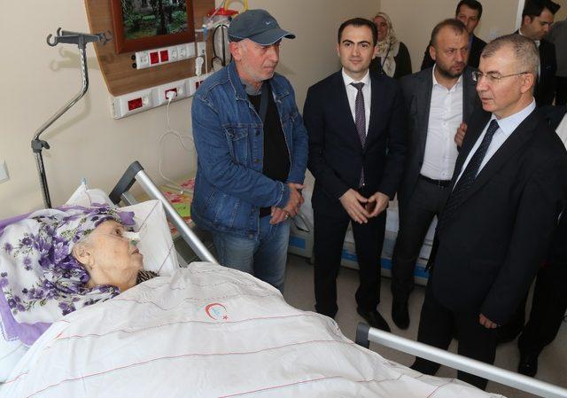 Hayırseverlerden Hopa Devlet Hastanesine motorlu hasta yatağı bağışı