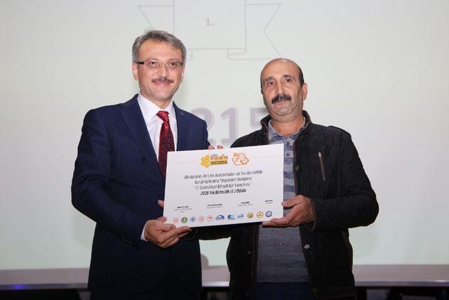 Bingöl'de bal yarışmasında dereceye girenlere ödülleri verildi