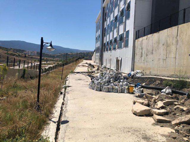 Çevresinde çökmeler yaşanan Eskipazar Devlet Hastanesi geçici olarak taşınacak