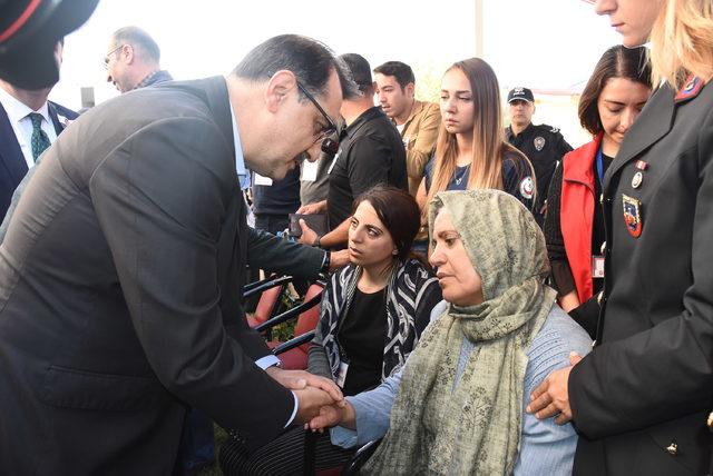 Bilecik'te Şehit Uzman Çavuş Bilgen'i 10 bin kişi uğurladı