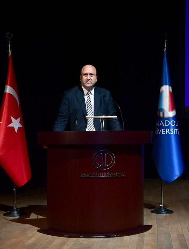 Prof. Dr. Eraslan: Gazetecilere saldırı, örgütün kötü durumda olduğunu gösteriyor