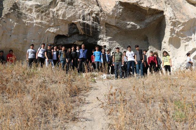 Lise öğrencileri Kızılcahamam'da doğa yürüyüşünde