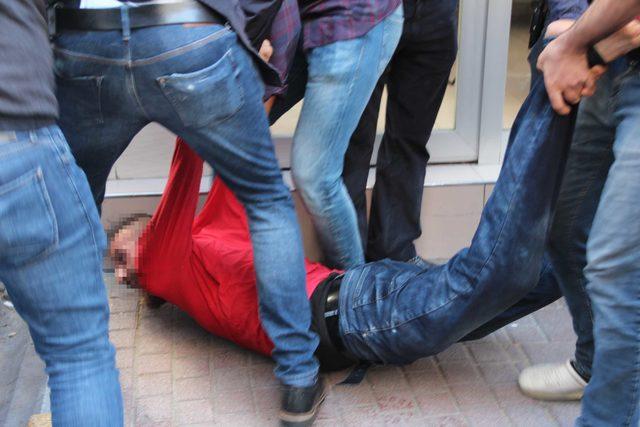 Fatih'te kendini marketin tuvaletine kilitleyen kişi polise zor anlar yaşattı