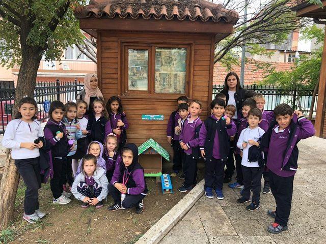 Öğrenciler mama istasyonu kurdu