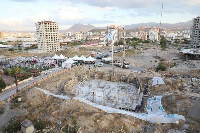 Kazım Karabekir mahallesinde 39 blokta 1986 dairenin inşaatı devam ediyor