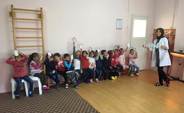 Hisarcık'ta minik öğrencilere el yıkamanın önemi anlatıldı