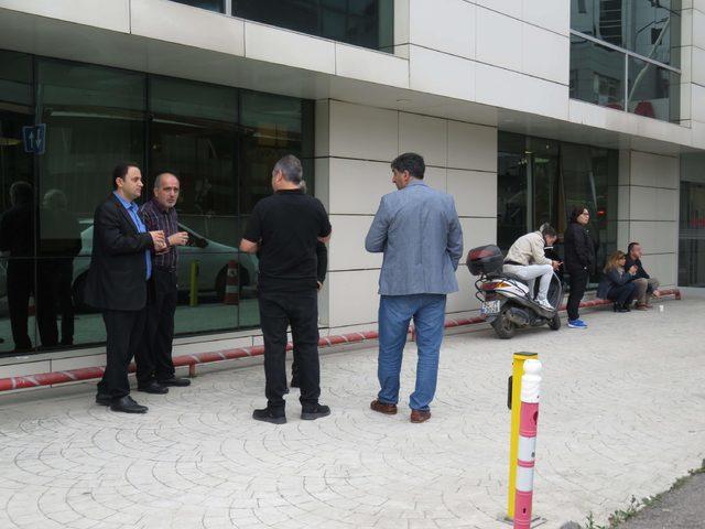 (Ek bilgi ve fotoğraflarla) Ataşehir'de 8. kattan düşen kadın doktor hayatını kaybetti