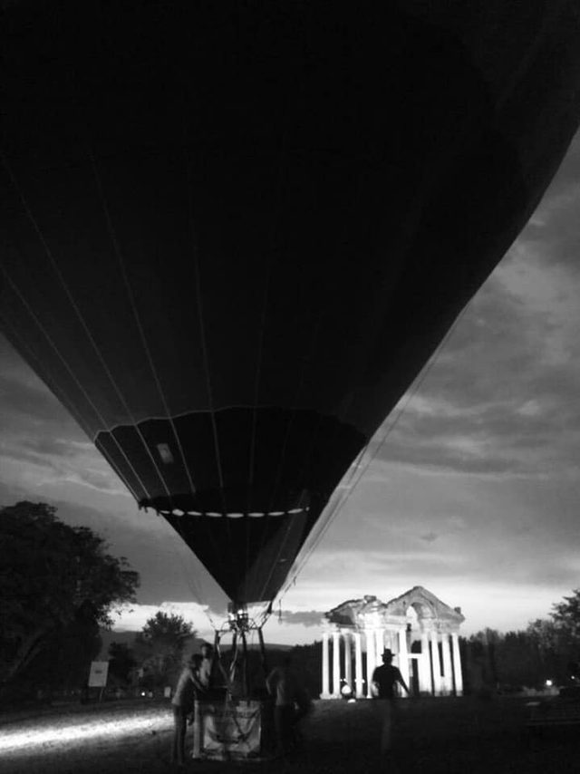 Karacasu'da semalarında yükselen balon dikkat çekti
