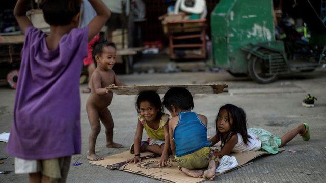 Manila'da evsiz çocuklar