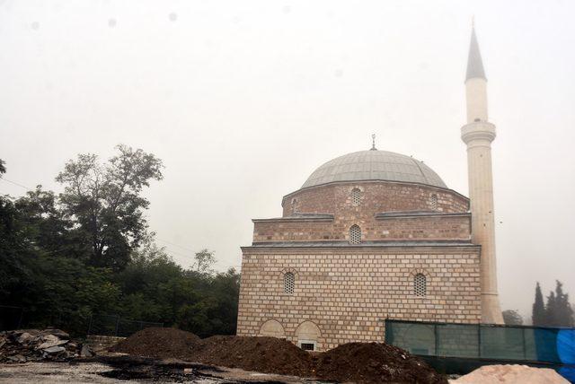 Cami restorasyonunda patlamamış havan ve top mermisi bulundu