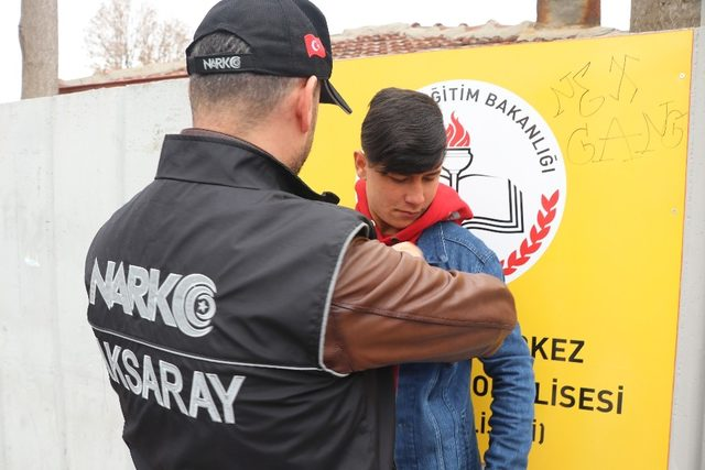 Aksaray'da Narko Timler okul bölgelerinde sıkı denetimde