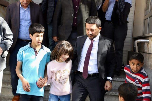 """Rasim Arı, """"Türk milleti tek yürek ordusunun ve kahraman Mehmetçiğinin yanındadır"""""""