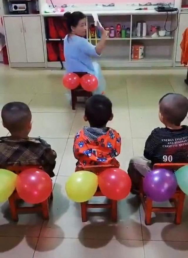 teacher-teaches-kids-butt-wiping-balloons-50