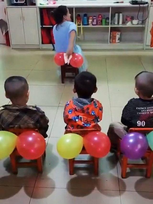 teacher-teaches-kids-butt-wiping-balloons-51