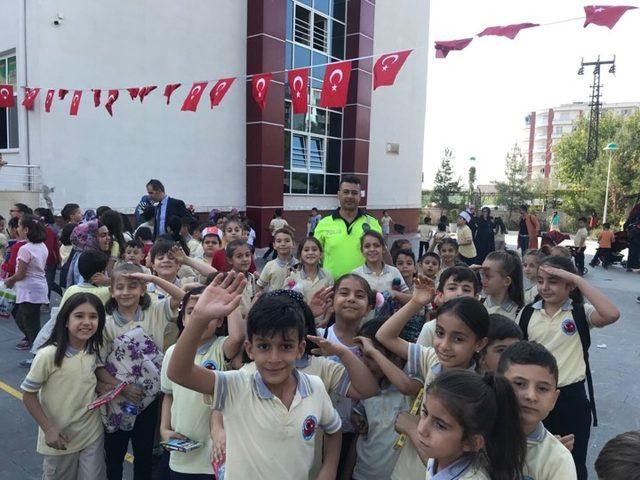 Siirt'te 1300 öğrenci, Barış Pınarı'nı çizdi