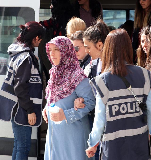 Erzurum'da FETÖ'nün kadın yapılanmasında gözaltına alınanlar adliyede