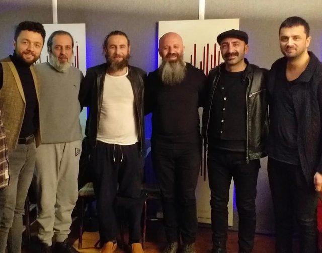 """Ünlü sanatçılardan """"Hepimiz Mehmediz"""" klibi"""