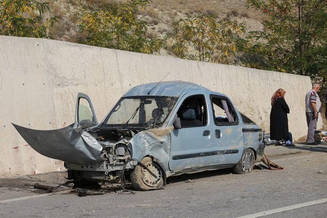 Hafif ticari araç takla attı: 1 ölü, 2 yaralı
