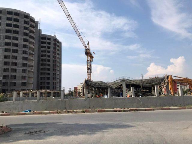 Tarsus'ta hastane ek binası inşaatında çökme