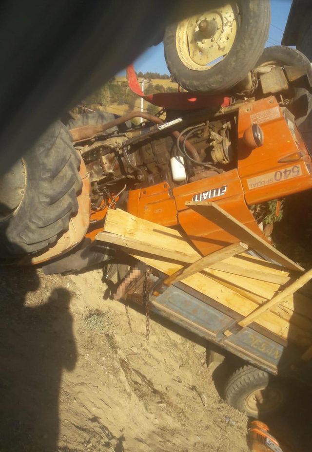 Denizli'de, traktör devrildi: 1 ölü, 3 yaralı