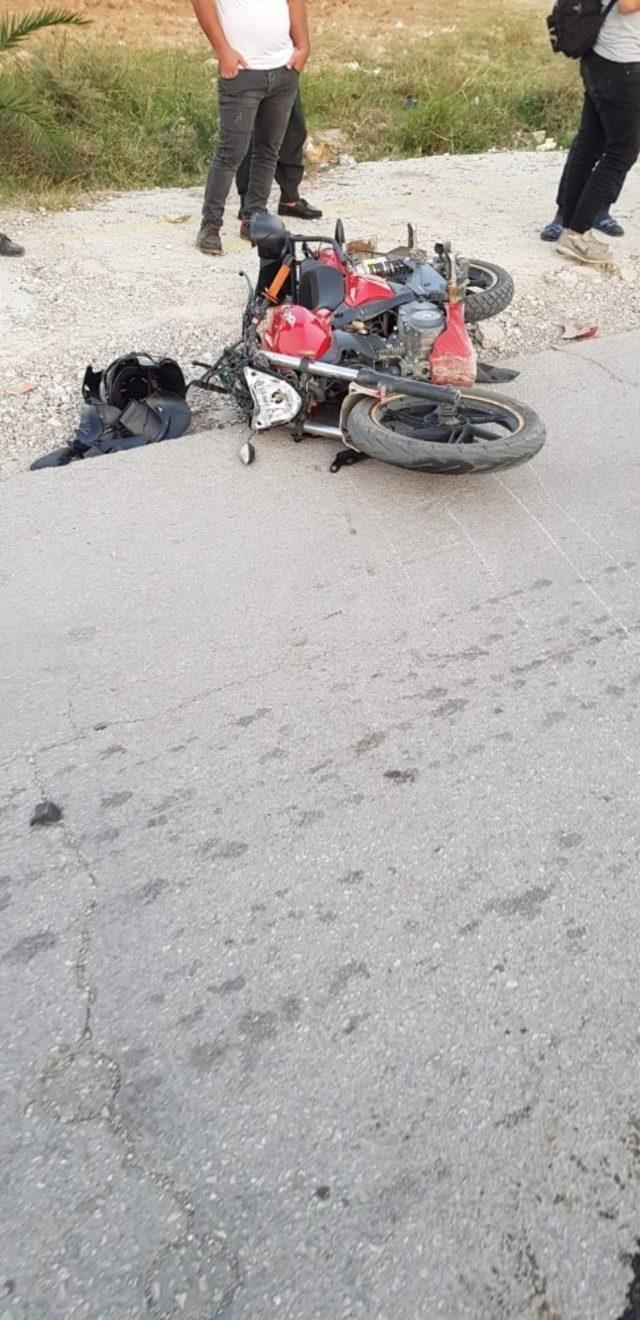 Otomobille çarpışan motosikletli hayatını kaybetti
