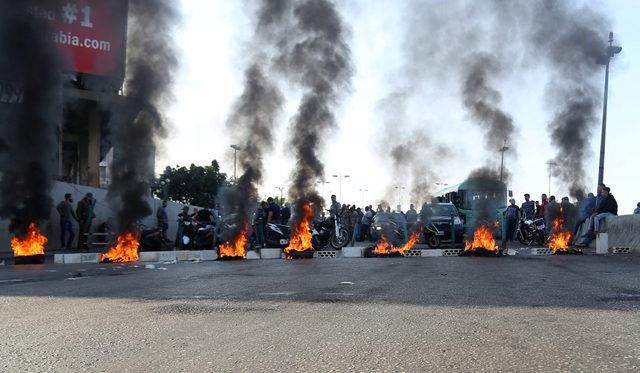 2019-11-13T083052Z_965172633_RC28AD9PYA5I_RTRMADP_3_LEBANON-PROTESTS