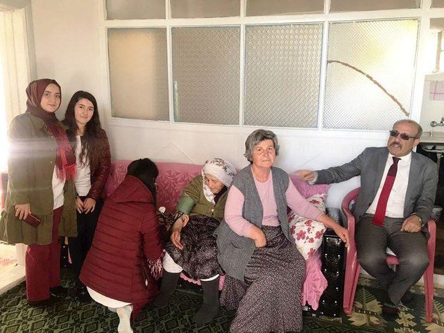 Öğrencilerden yaşlılara ziyaret