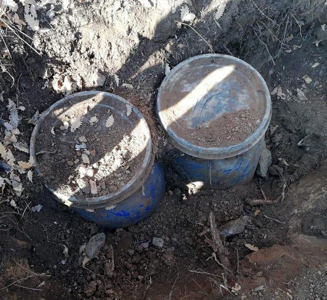 Bitlis'te teröristlere ait gıda malzemesi ile patlayıcı madde imha edildi