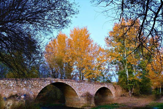 Osmanlı kervanlarını taşıyan tarihi köprü dimdik ayakta