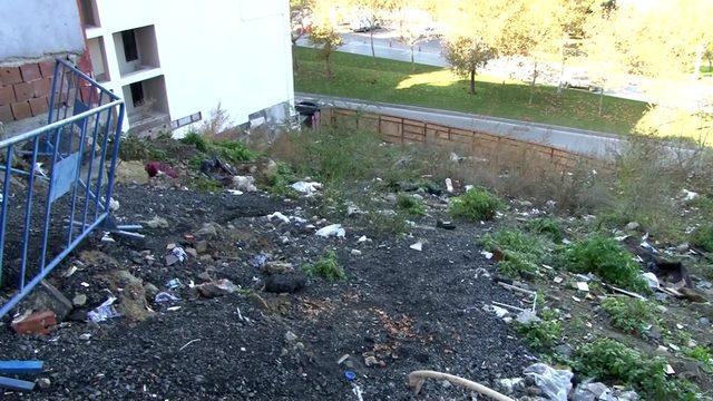 (Özel) Arda Turan'ın otel inşaatı nedeniyle mağdur olan vatandaşlar hasar gören evlerde yaşıyorlar
