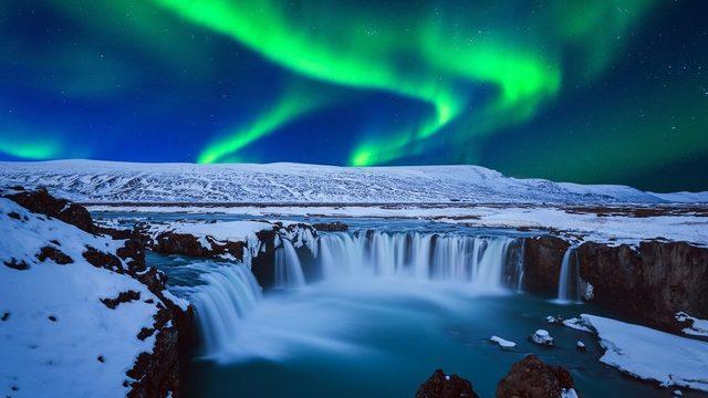 Uzun gecelerde kuzey ışıkları daha belirrgin görünür