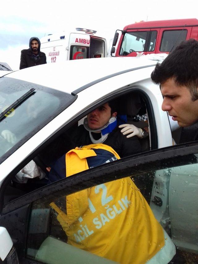 Mardin'de otomobil şarampole yuvarlandı: 3 yaralı