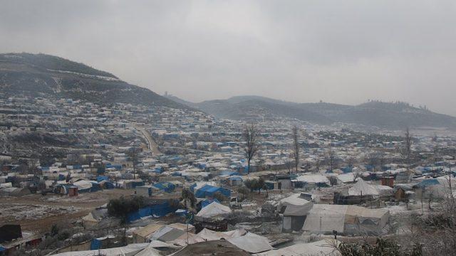 Türkiye sınırına kaçanlar çadırlarda kalıyor