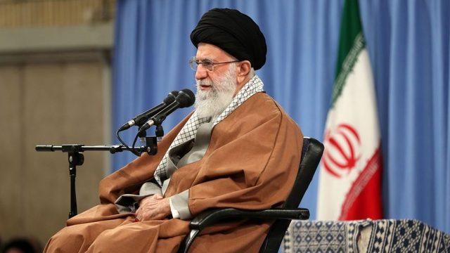Ruhani lider Ali Hamaney'in uzlaşmayı desteklediği söyleniyor.