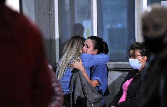 İzmir depremi sonrası hastaneye koştular! Kimi sinir krizi geçirdi, kimi umutla bekledi