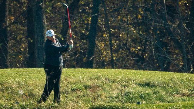Biden'ın seçimi kazandığı duyurulduktan sonra Trump golf oynarken görüntülendi.