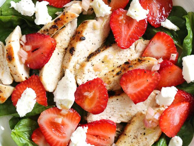 Yazın EN Güzel Salatası: Çilekli Ispanak Salatası