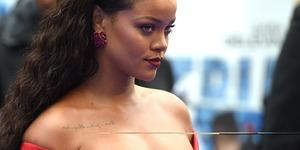 Rihanna 'Valerian' galasında kıpkırmızı
