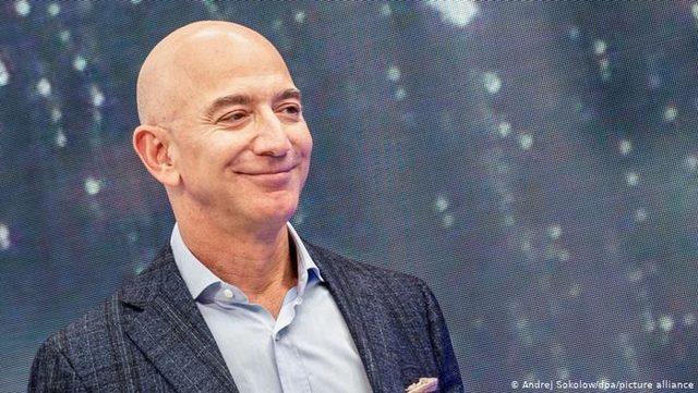 Bezos Amazon CEO'luğunu devrediyor