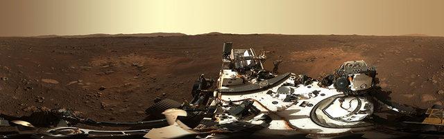 Yakın çekime ayarlanabilen Mastcam-Z ile çekilmiş Mars'ın ilk 360 derecelik panorama görüntü. Bunu oluşturmak için, tek tek çekilmiş 142 görüntü Dünya'da birleştirildi.